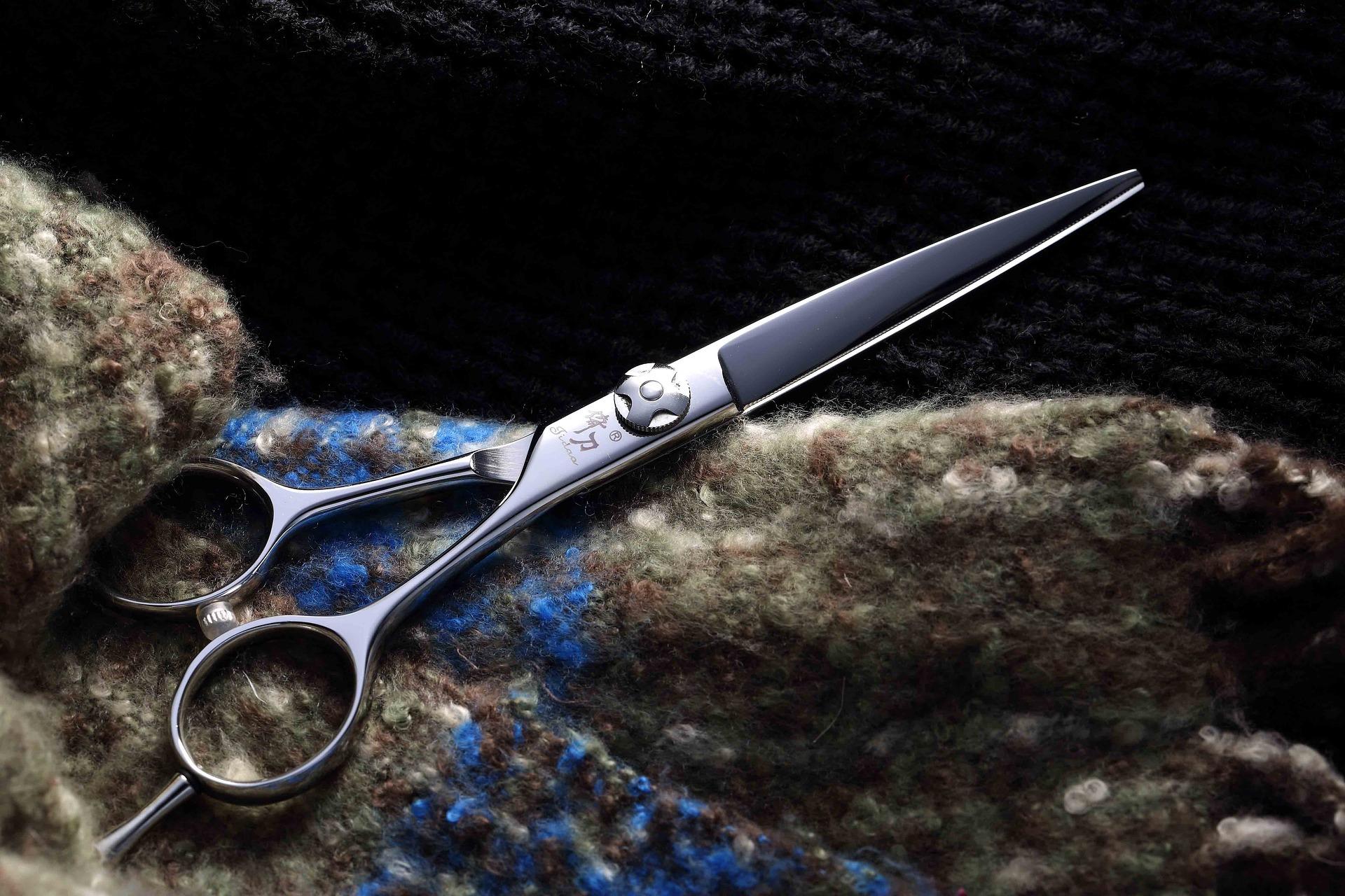scissors-3765411_1920